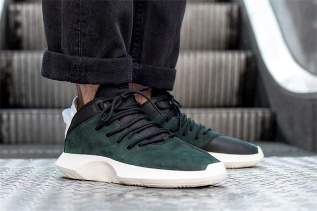 adidas Originals 发布 Crazy 1 ADV 系列全新配色潮流鞋款