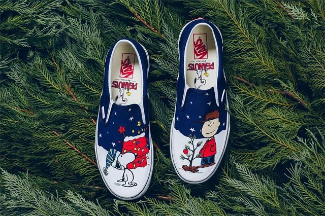 《Peanuts》 x Vans 联名公布 Slip-On 圣诞主题潮流鞋款