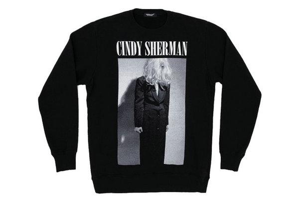 高桥盾UNDERCOVER x Cindy Sherman 联名卫衣上架发售