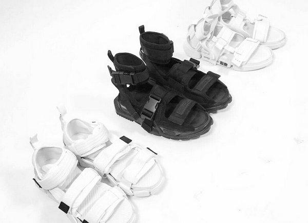李宁巴黎时装周新鞋款曝光,悟道凉鞋也是有点帅!