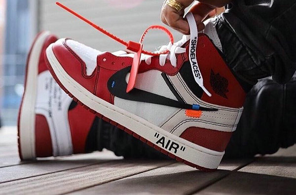OFF-WHITE x Air Jordan 1 首发-1.jpg