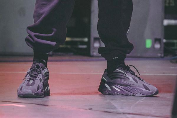 侃爷曝光 YEEZY BOOST 700 V2 鞋款全新「Triple Black」配色~