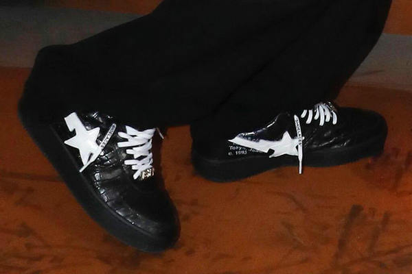 Virgil Abloh 上脚演绎 Off-White x Bape 全新联名 BAPESTA 鞋款~