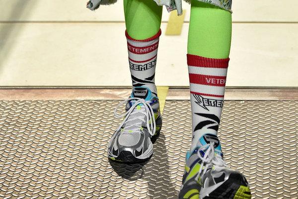 Vetements x Reebok 2019 全新联名系列鞋款首次亮相~