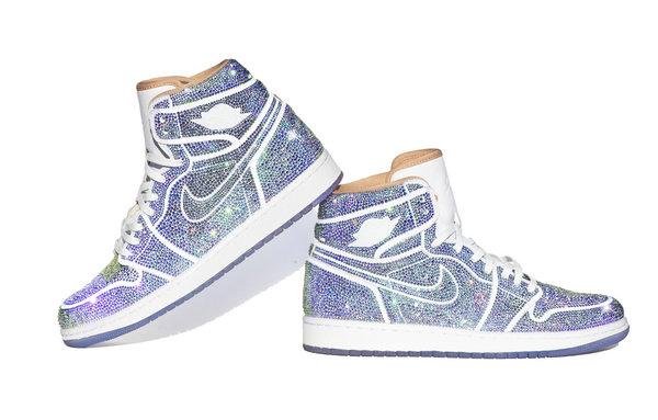 Dan Life 打造全水晶 Air Jordan 1 北极光鞋款预定发售~