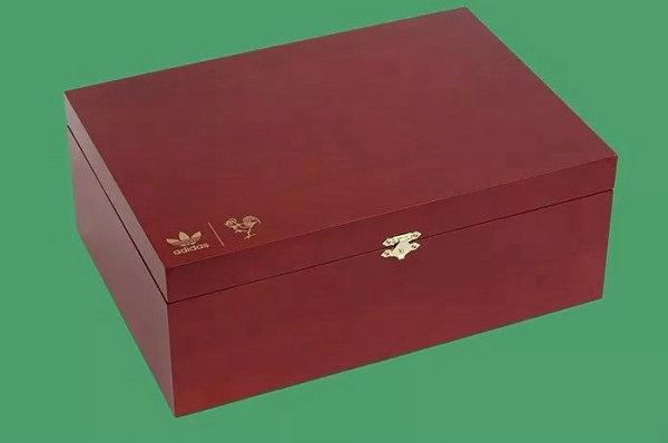 adidas 鸡年 CNY 球鞋鞋盒-1.jpg