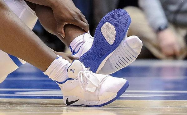 预估价值 $250,000 美元?Zion Williamson 踏破的 Nike PG 2.5 PE 球鞋~