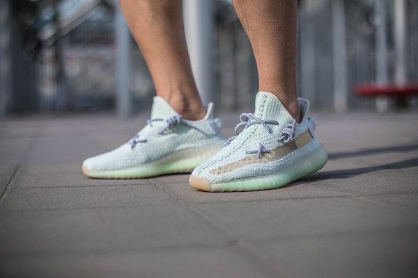 Yeezy 鞋带系法大全,除了最火的 KAWS 鞋带系法外,这些系法也帅气实用!