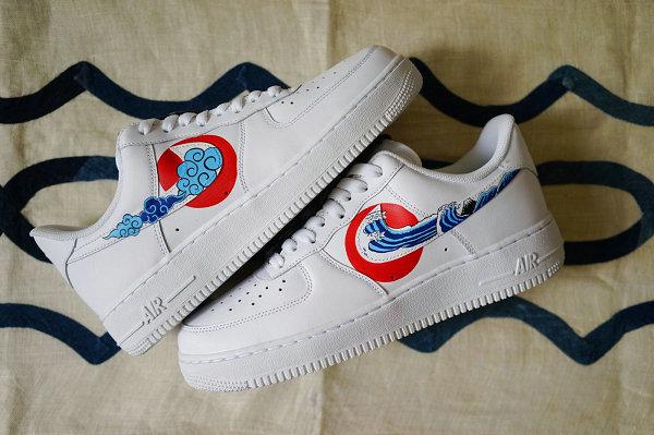 Air Force 1 日系风客制鞋款开售,手绘图案与蓝染古布设计别出心裁