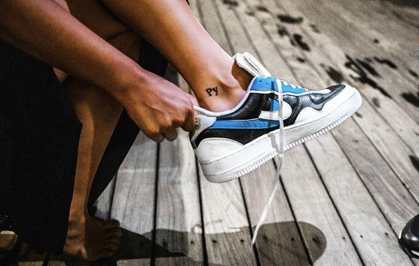 客制版 Air Force 1 解构鞋登场,灵感源自 Sacai x Nike 联名设计?