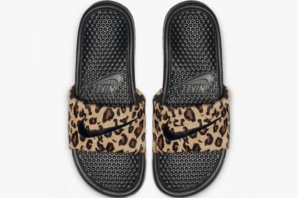 Nike 全新 Benassi Slide 凉拖上架,豹纹马毛款你喜欢么?