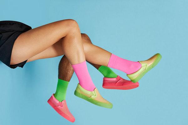 范斯 x Opening Ceremony 全新联名 Slip-On PVC 系列鞋款释出