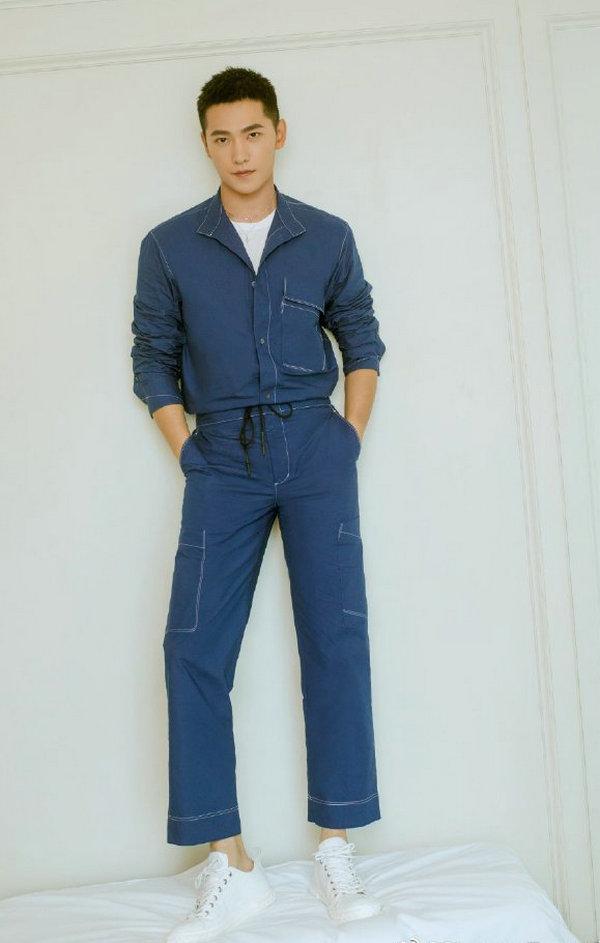 杨洋身穿 GiuseppeZanotti 运动鞋出席品牌活动