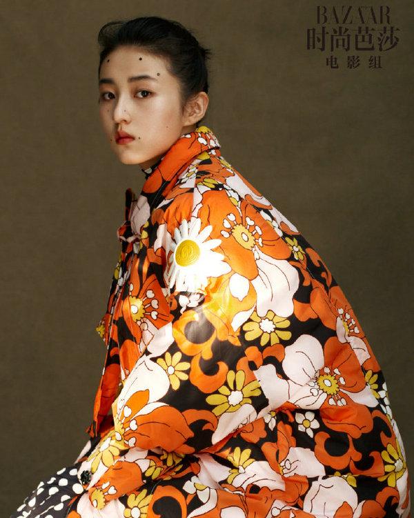 张子枫身着 MONCLER 上衣为《芭莎电影》拍摄大片