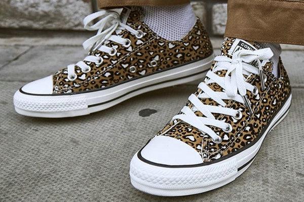 匡威 x OFFICE 全新联名 All Star 独占豹纹系列鞋款上架发售