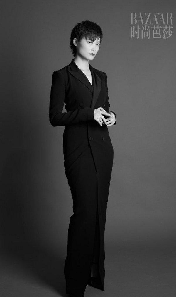 李宇春一袭 Ralph Lauren 礼裙出镜《时尚芭莎》十月刊