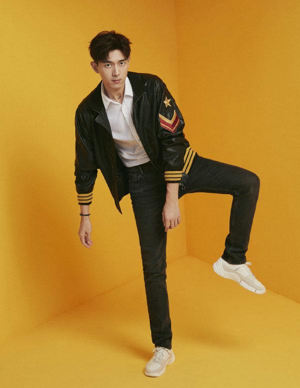 李现身着 ALLSAINTS 牛仔裤解锁《ELLEMEN新青年》第三期电子刊封面大片