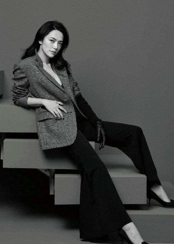姚晨穿着 SergioRossi 高跟鞋为《瑞丽伊人风尚九月刊》拍摄封面故事
