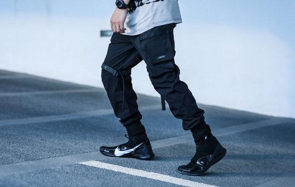 暗黑机能风束脚裤.jpg