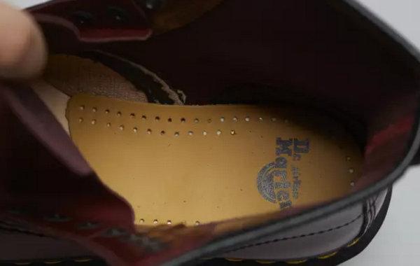 正品 1460马丁靴真假内里鞋垫.jpg