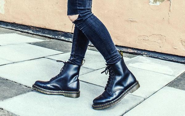 dr马丁鞋鞋底——马丁靴买大还是买小.jpg