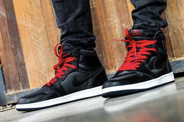 Air Jordan 1 绸缎黑红.jpg