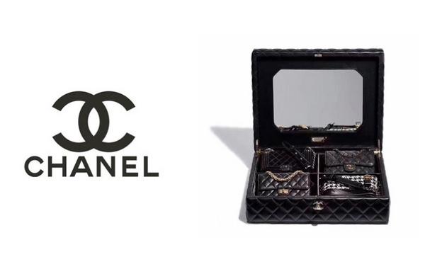 香奈儿推出包含 4 个经典手袋的礼箱,奢华圣诞大礼