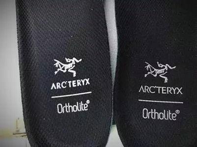 始祖鸟徒步鞋鞋垫对比.jpg
