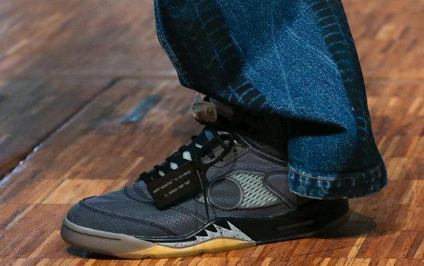 Off-White x Air Jordan 5 联乘鞋款亮相巴黎时装周,Virgil Abloh 演绎