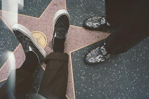 范斯 x Jim Goldberg 联名鞋款系列发布,关注边缘弱势群体