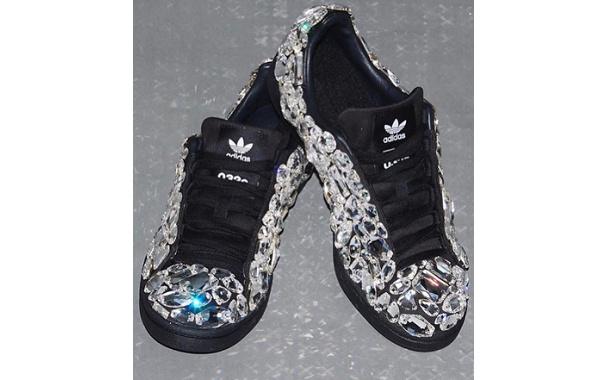 032c x 阿迪达斯三叶草 Campus 80s 联乘鞋款亮相,水晶加持