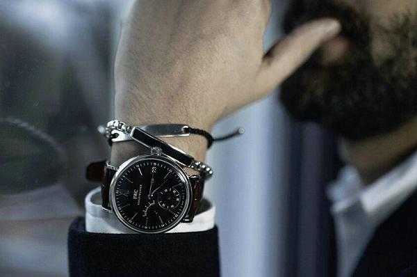 男士手链和手表的戴法3.jpg