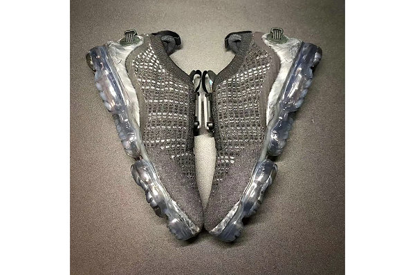 耐克 VaporMax 2020 黑灰配色鞋款释出,更加适宜日常穿着
