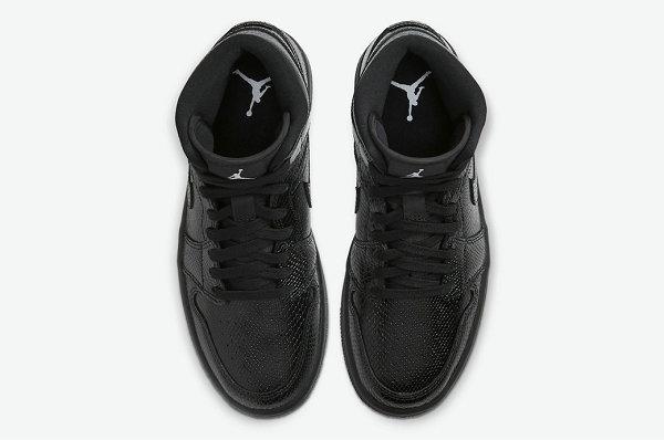 "黑蛇 AJ1 Mid""Black Snakeskin""配色鞋款发售,狂野又神秘"