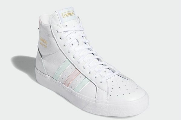 阿迪达斯 Basket Profi 粉绿配色小白鞋即将上架,清新素雅