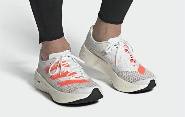 阿迪达斯 adios Pro 全新碳板跑鞋首次曝光,超复杂中底设计