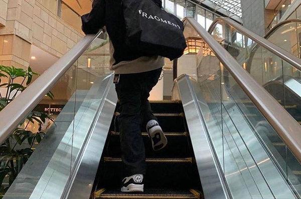 藤原浩闪电 x AJ3 联名黑白闪电配色鞋款-1.jpg