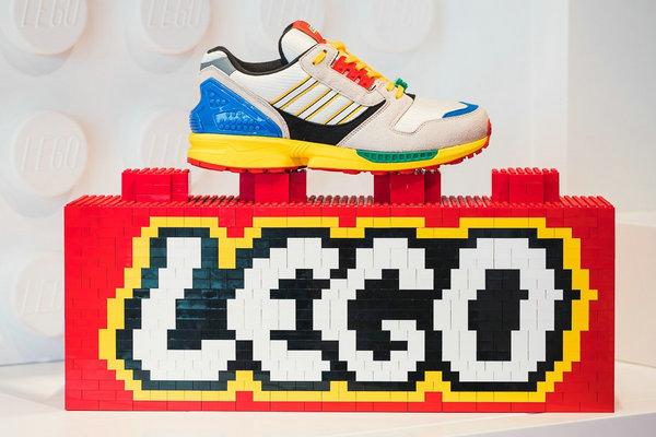 乐高 x adidas Originals 全新联名 ZX8000 鞋款即将上架