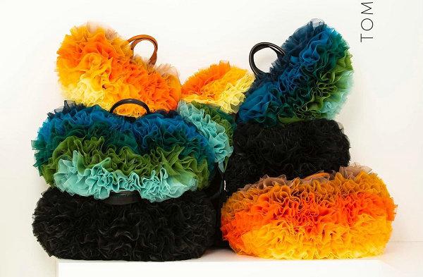 Sacai x TOMO KOIZUMI 全新联名五彩褶皱包袋系列公布