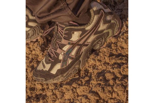 亚瑟士 x PLEASURES 全新联名 GEL-NANDI OG 鞋款明日登陆