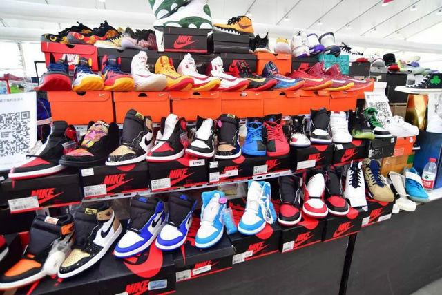 Foot Locker1.jpg