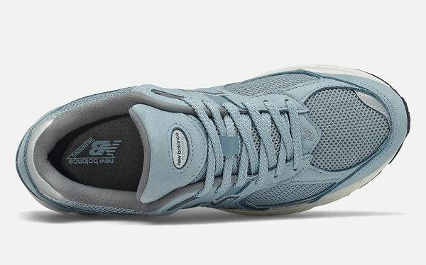 新百伦 2002R 蓝色麂皮鞋款即将发售,复古做旧效果