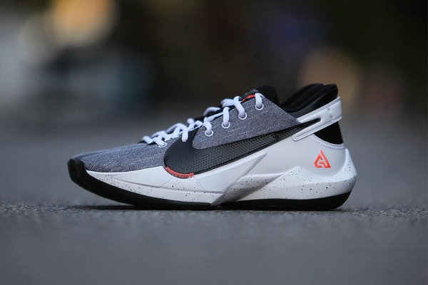 水洗丹宁 Zoom Freak 2 鞋款下月登陆,字母哥战靴新色