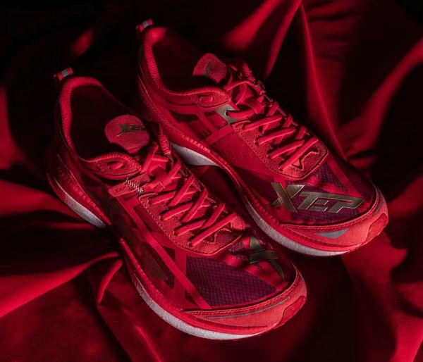 特步跑鞋.jpg