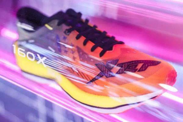 特步跑鞋1.jpg