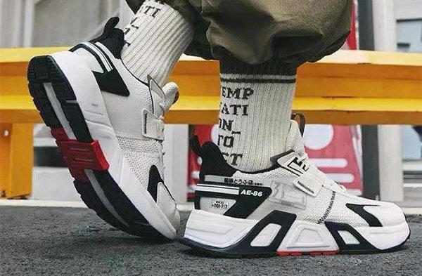 361° x《头文字 D》全新联名无双鞋款上架,鞋版 AE86?