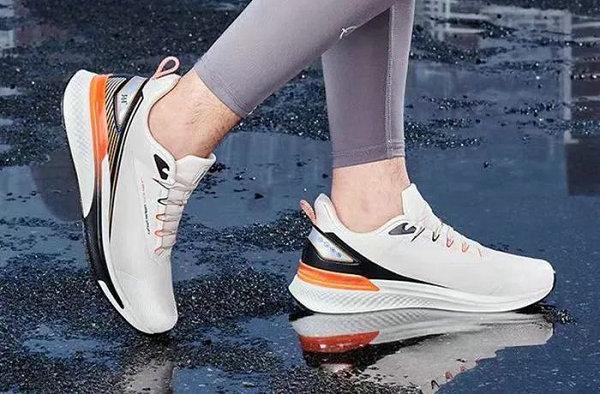 361° 全新雨屏 5.0 跑鞋系列释出,承袭精髓