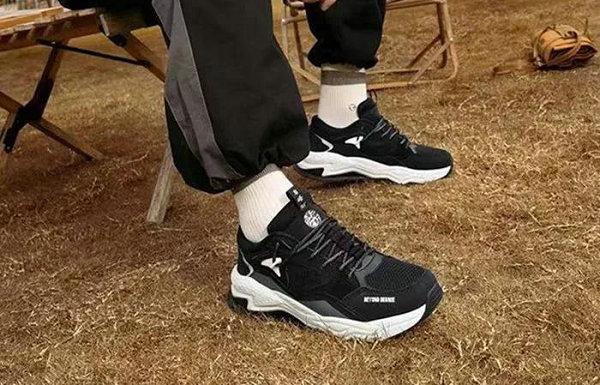361° 岩峿鞋款全新冬季新色系列上市,加厚处理更保暖